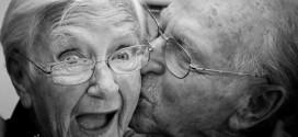 Dorovnávací přídavek k českému či slovenskému starobnímu důchodu