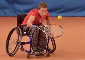 Jedním z dalších koníčků pro něj začal být tenis.